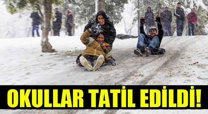 Mengen'de kar yağışı sebebi ile okullar tatil edildi