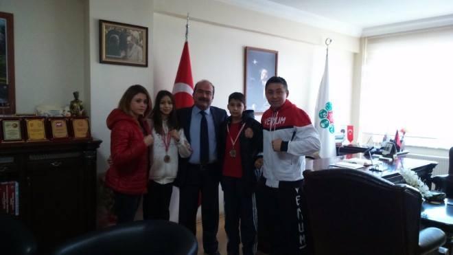 Mengen Belediyespor Muay-Thai takımı Türkiye Şampiyonasında 2 altın  1 bronz kazandı