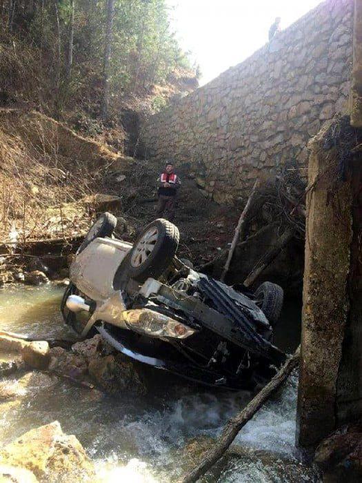 Mengen'de otomobil dereye uçtu: 1 ölü, 3 yaralı