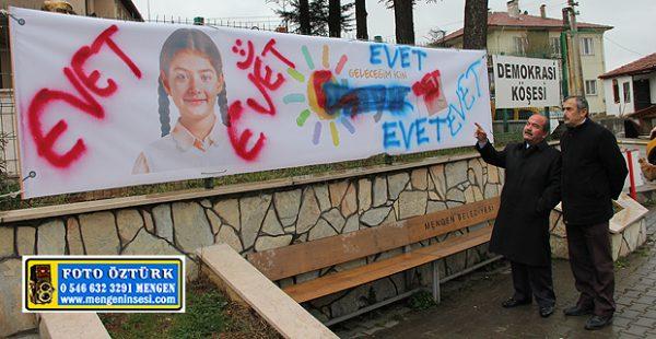 CHP'nin 'Hayır' afişinin tahrip edilmesi güvenlik kamerasında