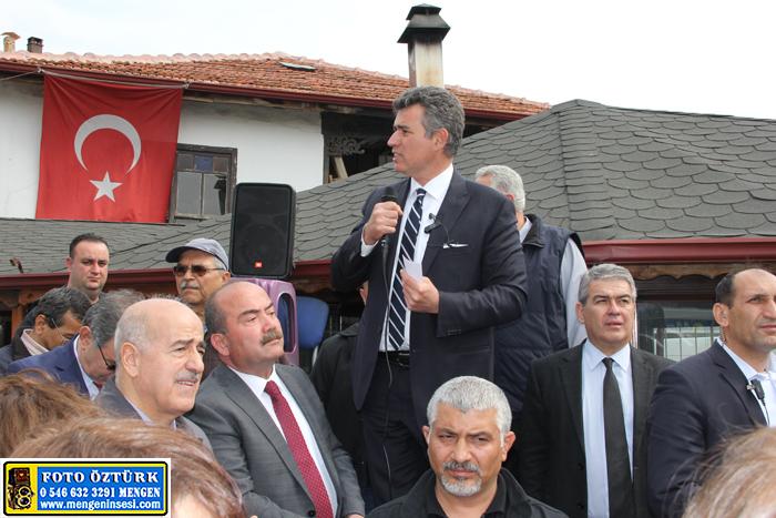 Metin Feyzioğlu Mengen'de sandalye üzerinden halka seslendi