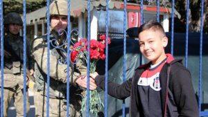 Zeytin Dalı Harekatı'na destek karanfili