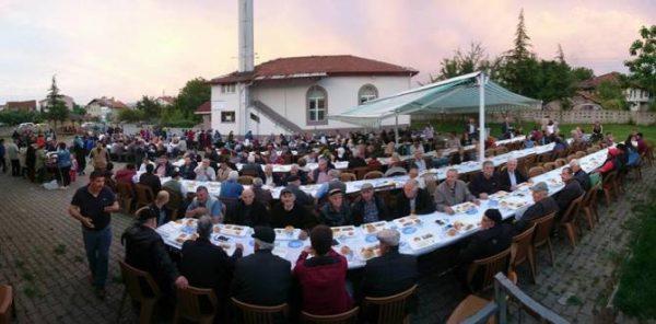 Mengen Belediyesi iftarlarına ilgi büyük