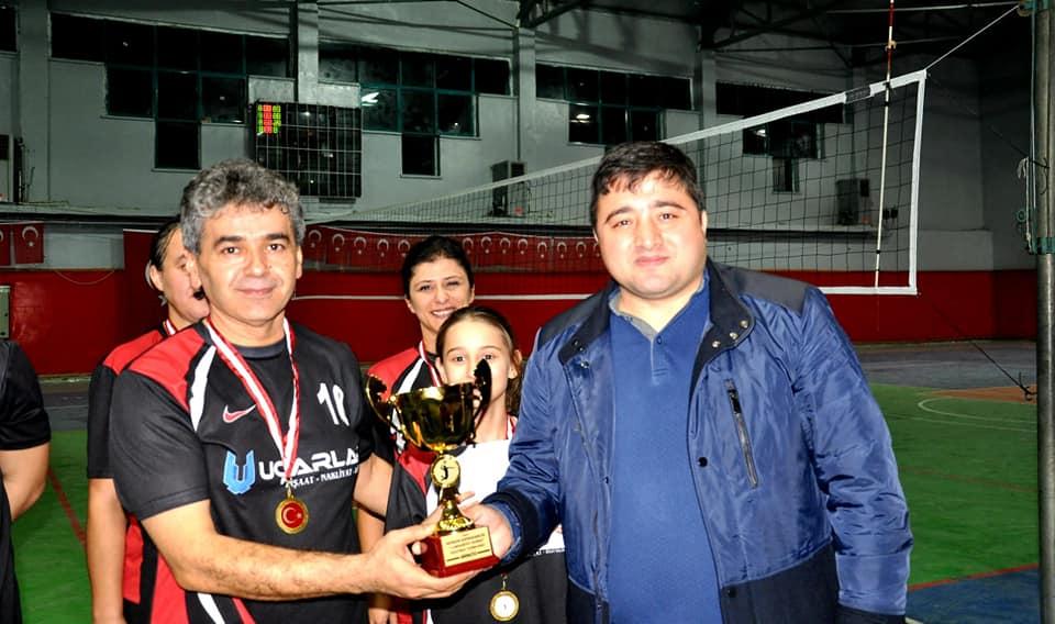 """Cumhuriyet Kupası"""" voleybol turnuvasında MVA 300 takımı şampiyon oldu"""