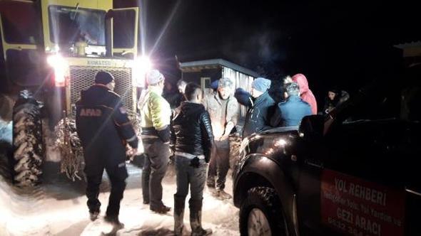 Yedigöller yolunda düşen çığ nedeniyle mahsur kalan 4 tatilci kurtarıldı