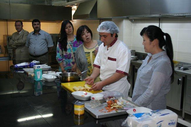Japonlar, Mengen'de Türk Yemeklerini Öğrendi