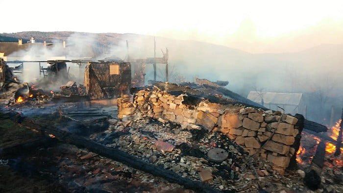 Mengen'de 5 ev yandı