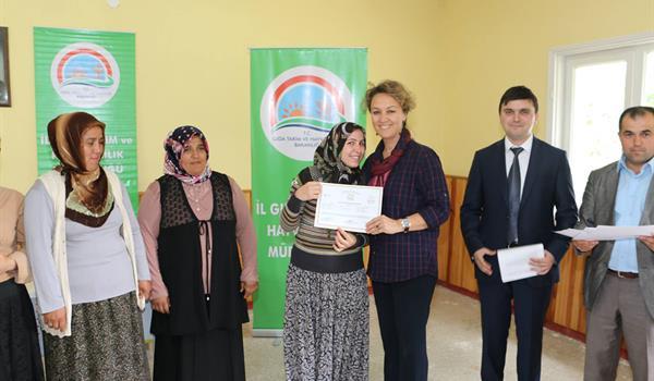 Mengen'li Bayan Çiftçilerimiz Eğitimlerini Başarıyla Tamamlayarak Sertifikalarını Aldı
